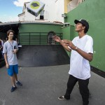 Gabriel jogando o dado, foto: Camilo Neres.