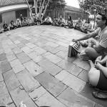 Cantando mantras com Juliano Sales.