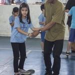 Giovani Tchoper interagindo com os alunos, foto: Camilo Neres.
