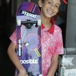 Bruno com seu primeiro skate.