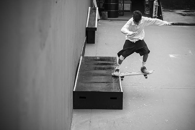 Lucas andando de skate, Bs nose slide em nosso Quintal Plaza.