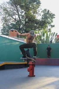 Marcelo Rizzi Nollie sobre o hidrante