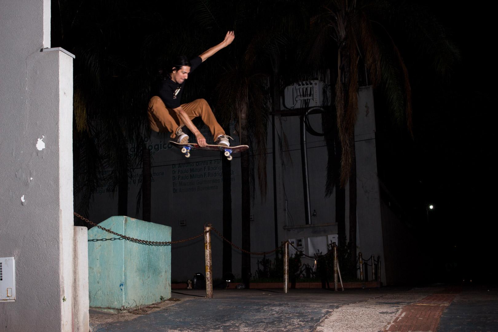 Vitor Cantieri - ollie indy - Foto: Elio Angelo